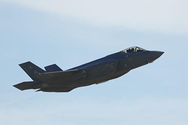 震撼视频:F-35战机空投5枚炸弹 命中5目标