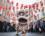 中国传统新年在即,这是阖家团圆的日子。但有不同族群的中国人由于不同原因,无法在过年这个特殊的节日里与亲友团聚。(Dan Kitwood/Getty Images)