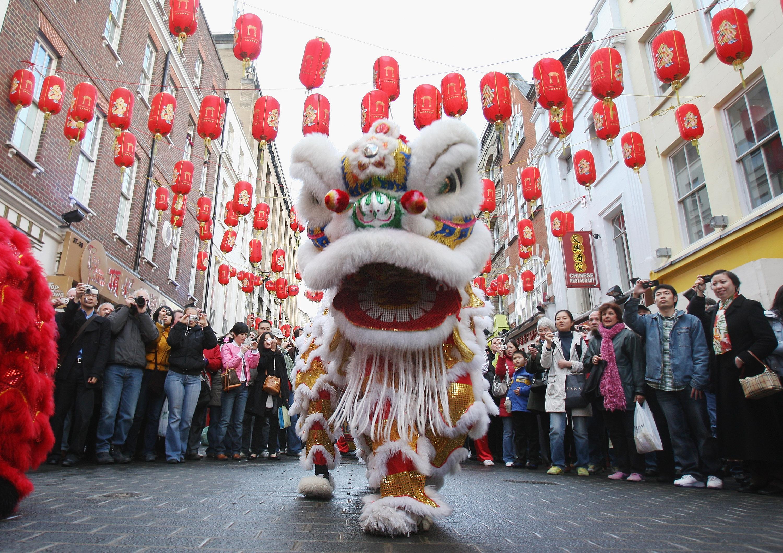 中國傳統新年在即,這是闔家團圓的日子。但有不同族群的中國人由於不同原因,無法在過年這段特殊的日子裡與親友團聚。(Dan Kitwood/Getty Images)