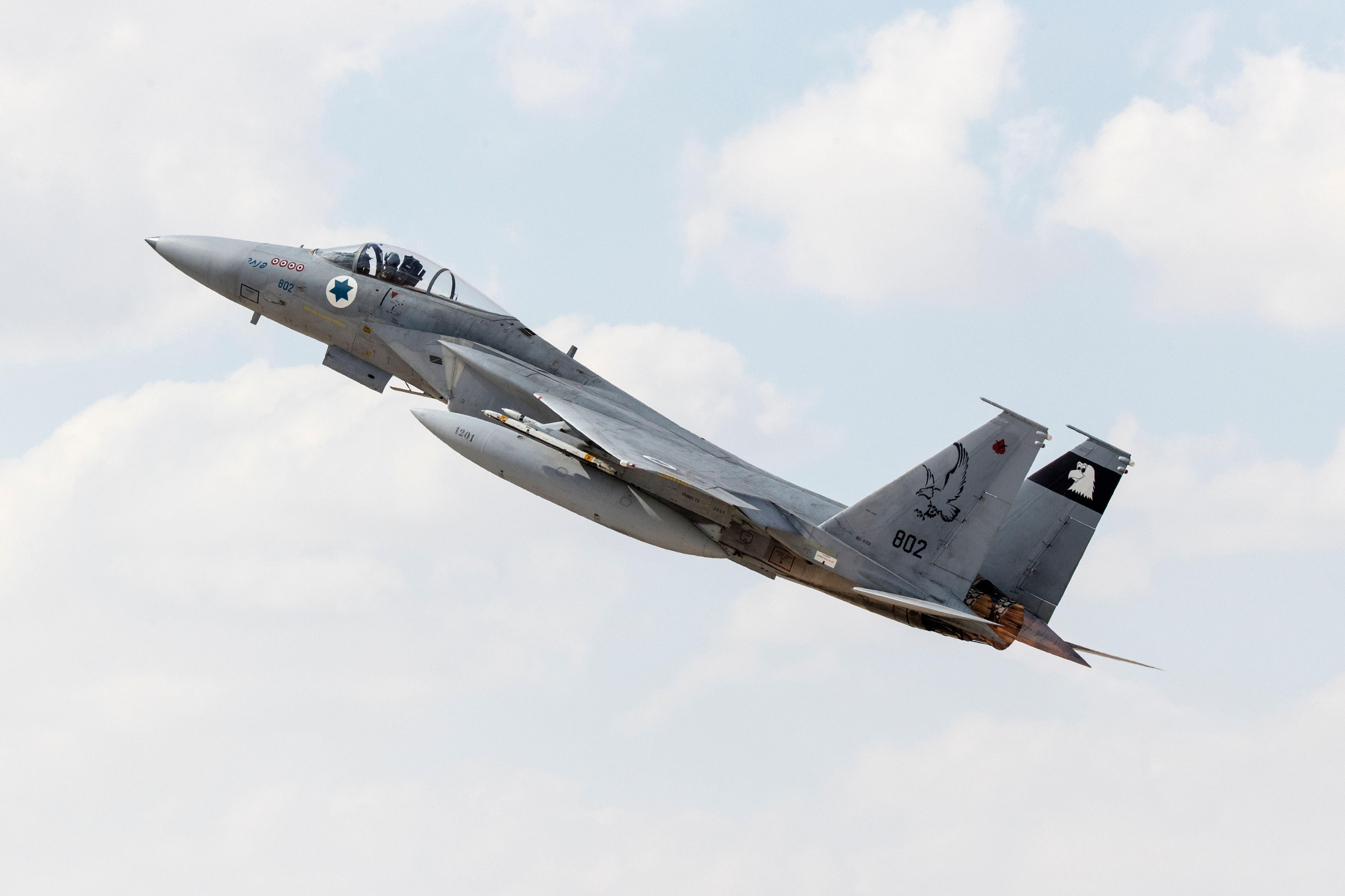 以色列空軍締造F-15戰機傳奇 斷翼也能飛行