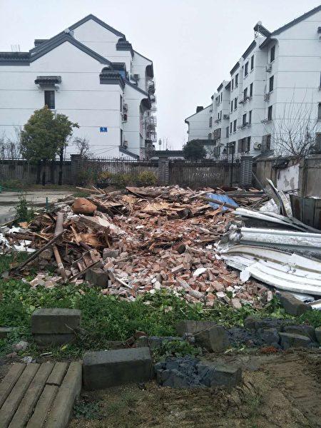 張勝男二處緊鄰房子被一起強拆。(受訪者提供)