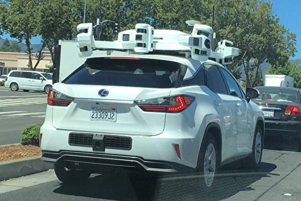 蘋果公司正在矽谷測試的無人駕駛汽車。 (曹景哲/大紀元)