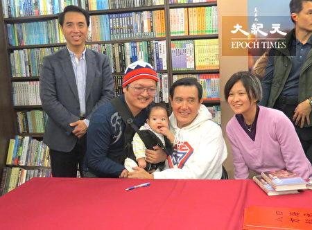 大小粉絲支持「八年執政回憶錄」一書。