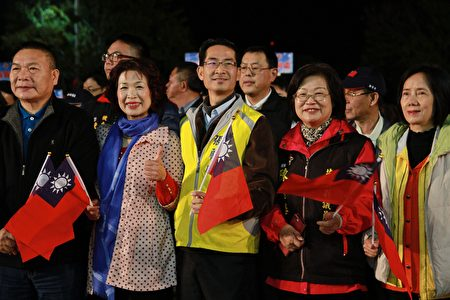 县议员齐聚,参与108年元旦升旗大典。