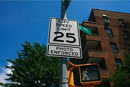 纽约市的超速摄像头。