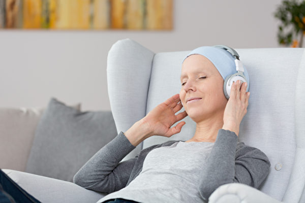 医生也用音乐来减轻分娩和牙科治疗的痛苦、消除癌症症状及癌症治疗的副作用。