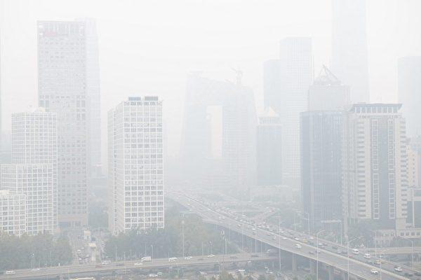 北京上海阴霾严重 公交车被要求熄火等红灯