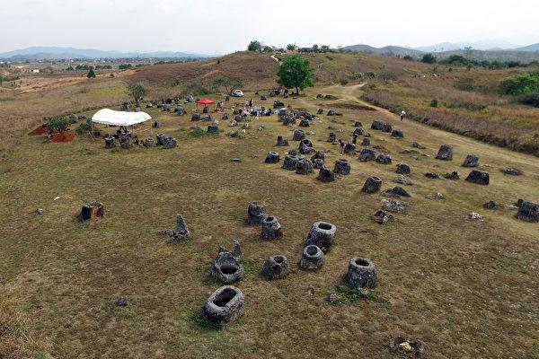 寮國平原分布數千個巨型石缸 原因不明