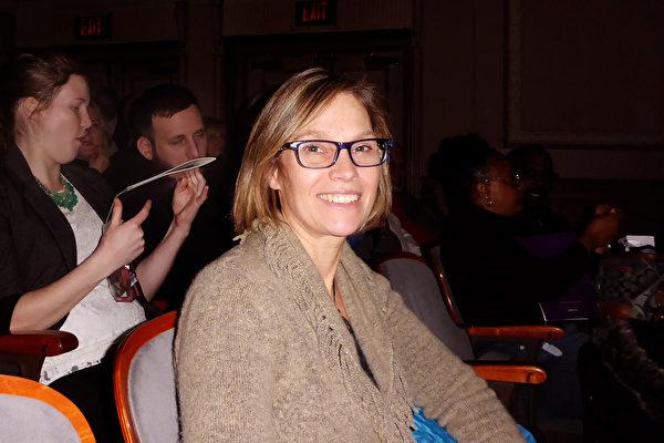 知名電視製片人、艾美獎得主Andrea Campbell觀看神韻後表示,神韻是「完美的藝術呈現」。(良克霖/大紀元)