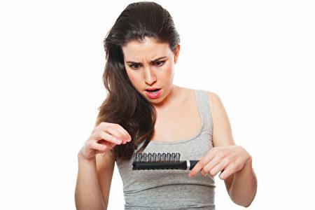 脫髮的症狀多種多樣,給每個病人都帶來了很大的身心痛苦。(Fotolia)
