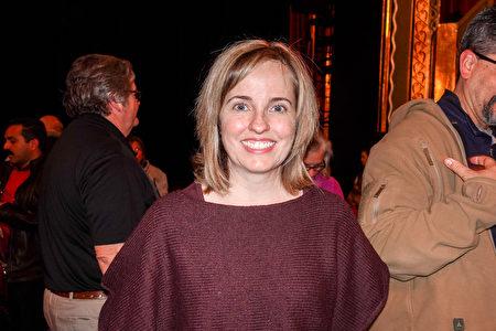 2019年1月12日晚,全球第三大人力資源公司萬寶華(Manpower Group)美國主席Becky Frankiewicz觀看了神韻環球藝術團在美國奧羅拉市(Aurora)的第四場演出。(萬樂瑞/大紀元)