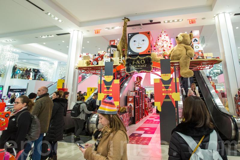 2017年感恩節前,紐約一家商場內。(Benjamin Chasteen/大紀元)