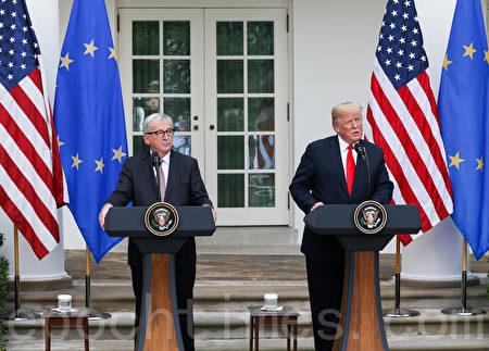 2018年7月25日,特朗普總統與歐洲委員會主席讓-克洛德·容克(Jean-Claude Juncke)在白宮會面。(Samira Bouaou/大紀元)