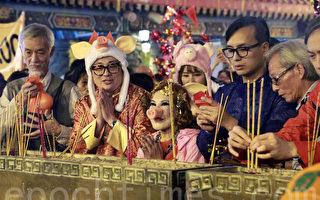 香港數萬人除夕夜祈福 搶上頭炷香