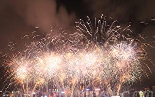 组图:逾31万人维港两岸观烟花