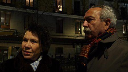 神韻觀眾Maria Dolores Roche Gonzalez女士和丈夫趕到劇院,才發現演出被取消了。(Normann Bjorvand/大紀元)