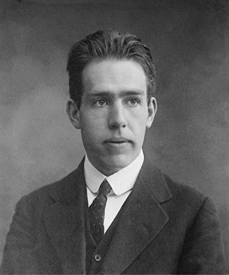 1922年獲得諾貝爾獎的丹麥物理學家尼爾斯‧玻爾(Niels Bohr)。(公有領域)