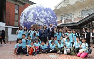 蔡英文总统访关埔国小、护城河 林智坚带路体验