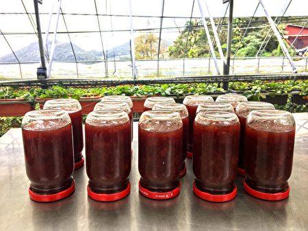 自製草莓果醬,師傅教學真空密封的方法。