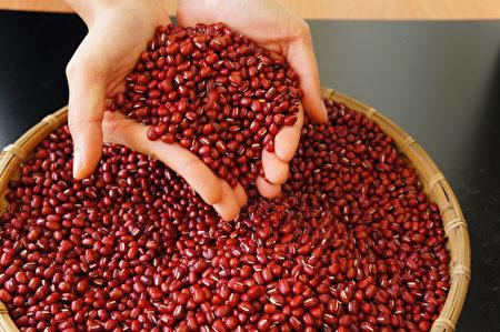 林清源以友善耕作方式種植紅豆,全聯上門談契作,打造「老鷹紅豆」。圖為紅豆示意圖。