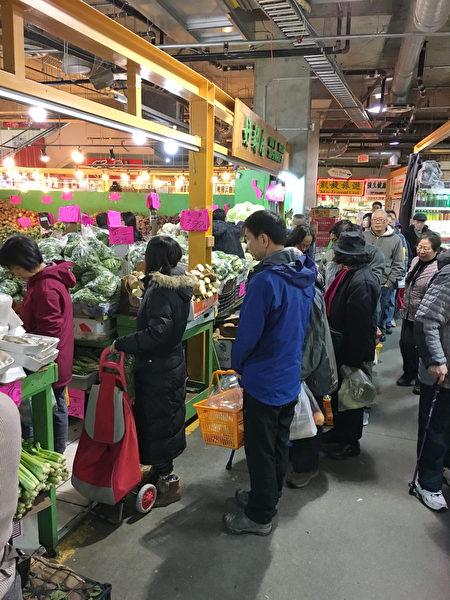 卑诗省2019年1月的消费者物价指数(CPI)比去年同期增长2.4%,通胀速度超过加拿大其他各省。图为本那比的丽晶超市。(大纪元图片)