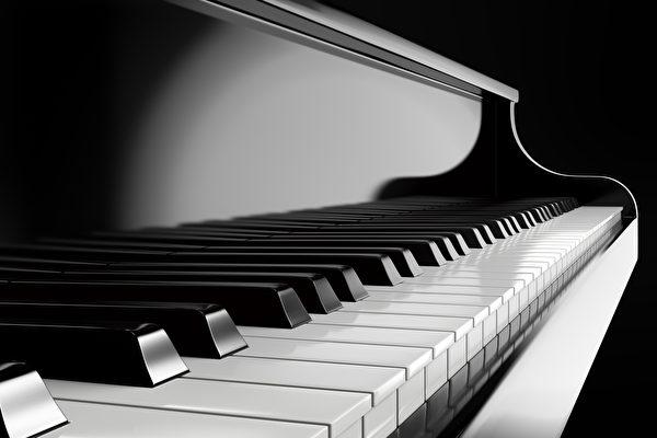 印度神童弹钢琴 速度快到让人目瞪口呆