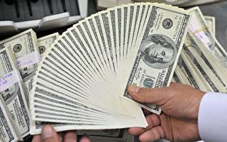 随着美国经济走强,部分地方政府开始推出降低最高收入税率的计划还利于民。(Jung Yeon-Je/AFP/Getty Images)