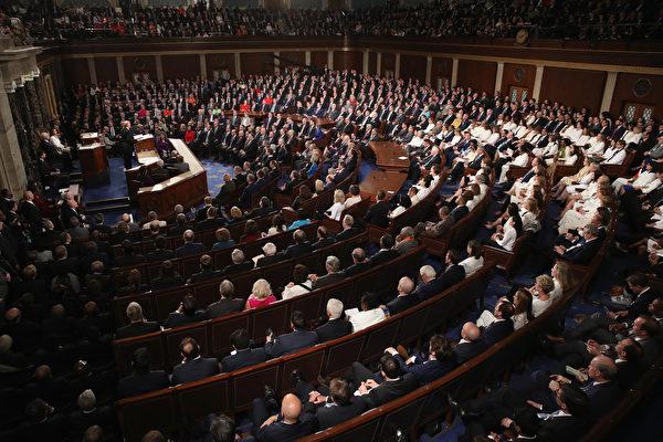 2月5日,川普发表国情咨文演说,现场情景。