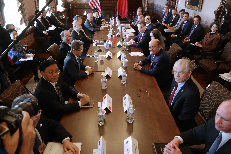 白宮周一(2月18日)表示,中美將於周二在美國首都華盛頓舉行新一輪貿易談判,本周晚些時候將再次舉行美中高層貿易會談。圖為1月30日在華府舉行的第六輪貿易談判。(Chip Somodevilla/Getty Images)
