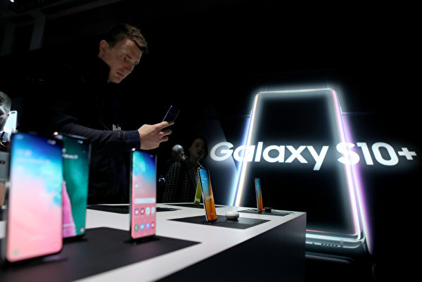 三星Galaxy S10+。(Justin Sullivan/Getty Images)