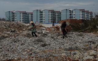 """""""现在没钱可还""""中国建筑热潮撞上高墙"""