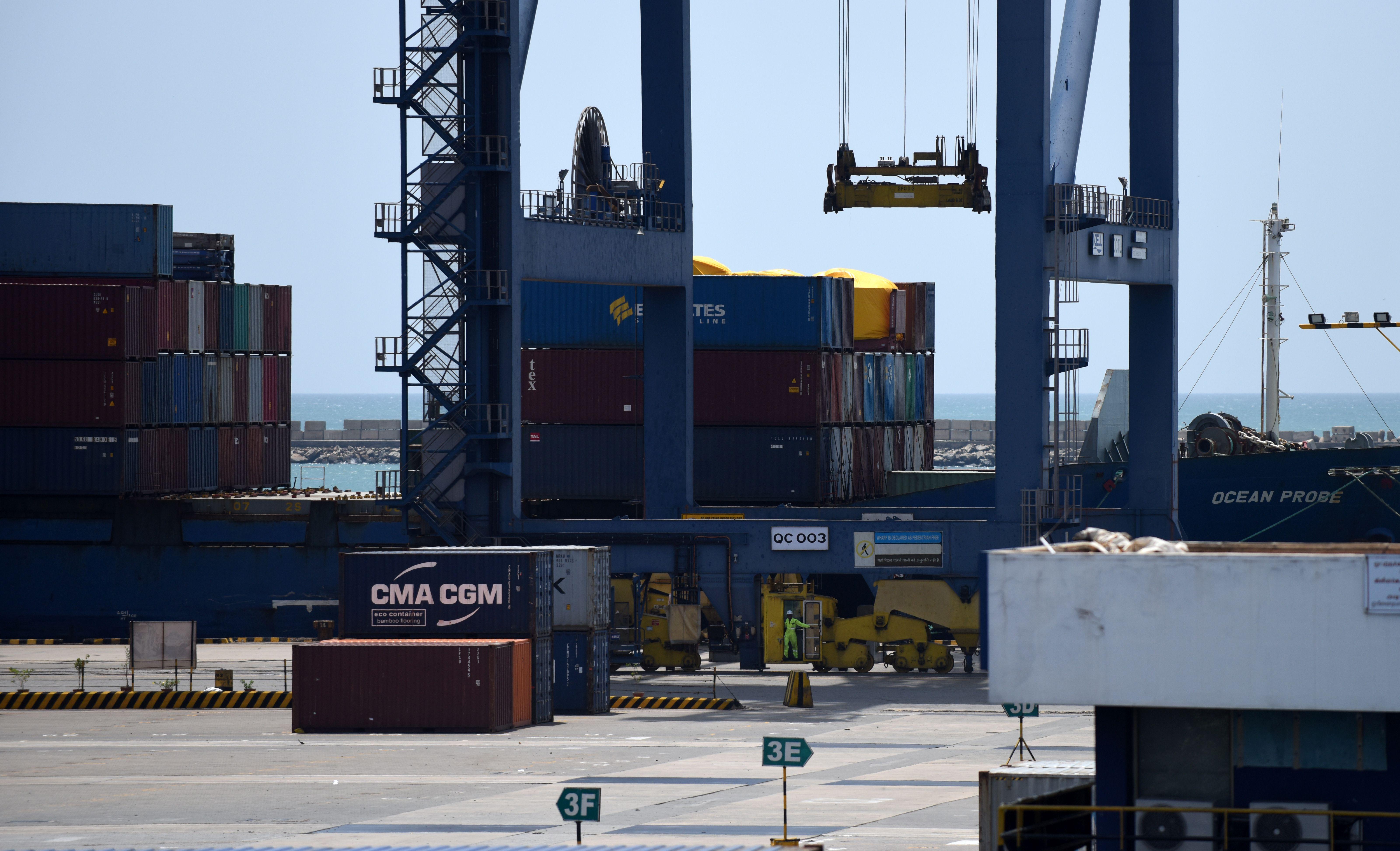 路透社引述消息人士的話說,美國貿易代表辦公室(USTR)正評估印度的「美國普遍優惠關稅制度」(Generalized System of Preferences, GSP)受益國地位,或考慮撤銷涉及其56億美元產品的零關稅優惠待遇。圖為印度一港口。(ARUN SANKAR/AFP/Getty Images
