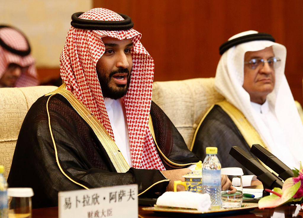 沙特王儲薩勒曼周四抵達北京進行為期兩天的訪問,試圖加強同中國的經濟往來。圖為薩勒曼2016年到訪北京。(ROLEX DELA PENA/AFP/Getty Images)