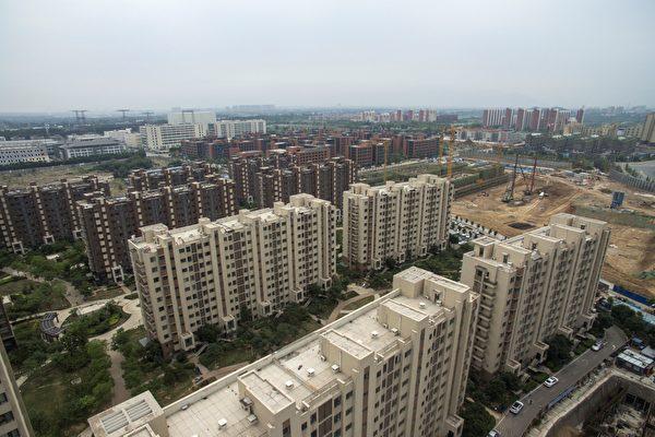 今年1月,中共黨政軍一把手們在北京開「重大風險專題研討班」,房市被中共視為經濟維穩第一目標。(FRED DUFOUR/AFP/Getty Images)