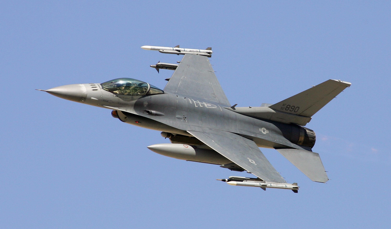 能承受9倍重力 美軍F-16戰機縱橫沙場40年