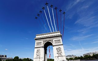 TOPSHOT - French AlphaJet of the Patrouille de France fly over The Arc de Triomphe on the Champs Elysees Avenue in Paris on July 14, 2017, during the Bastille Day military parade. Bastille Day, the French National Day, is held annually each July 14, to commemorate the storming of the Bastille fortress in 1789. This years parade on Paris's Champs-Elysees will commemorate the centenary of the US entering WWI and will feature horses, helicopters, planes and troops. / AFP PHOTO / POOL / Etienne LAURENT (Photo credit should read ETIENNE LAURENT/AFP/Getty Images)