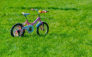 为救晕倒爸爸 7岁小英雄高速路上踩单车