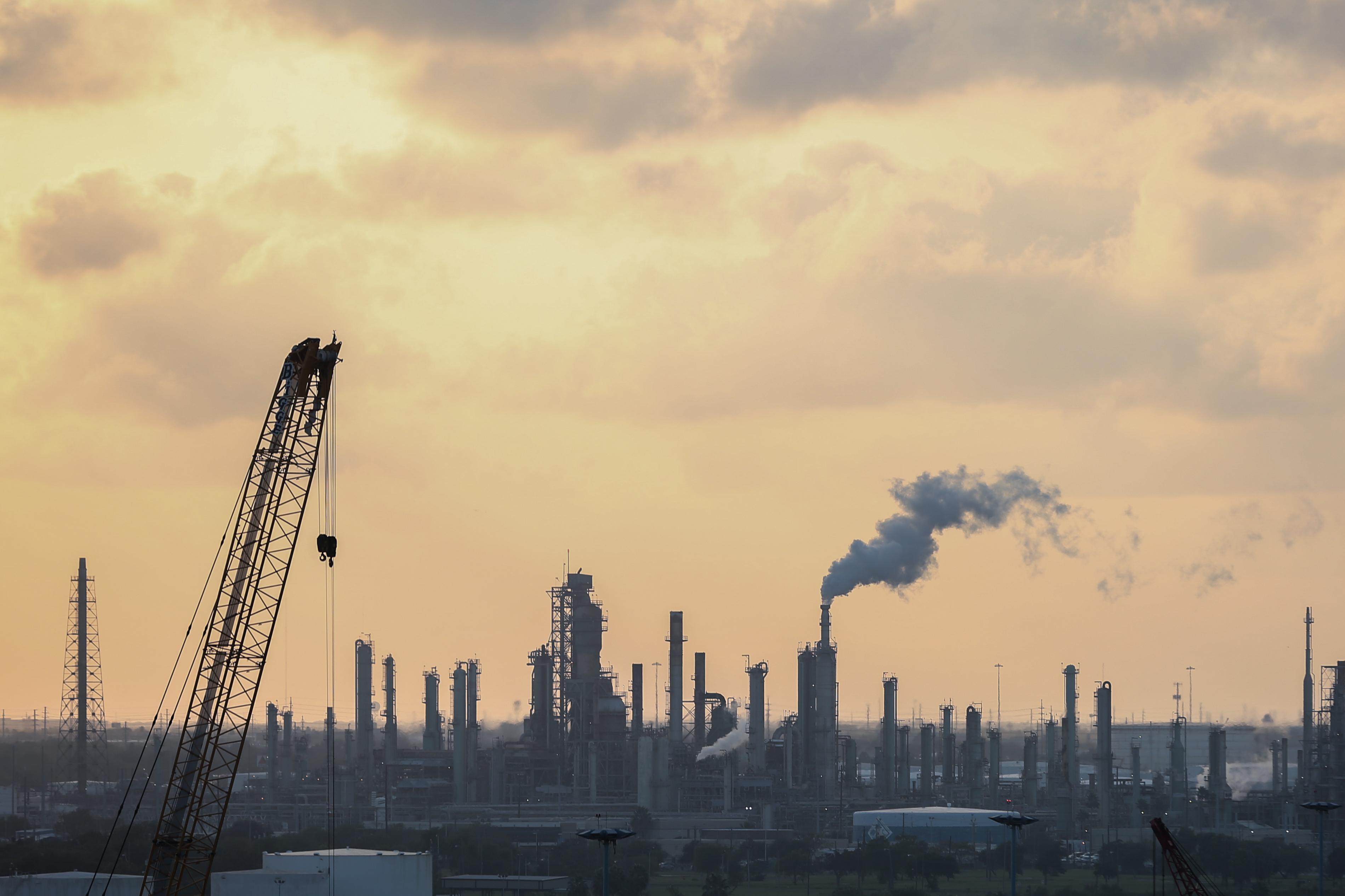 德克薩斯州的煉油廠,圖片拍於2018年11月8日。(Charlotte Cuthbertson/大紀元)