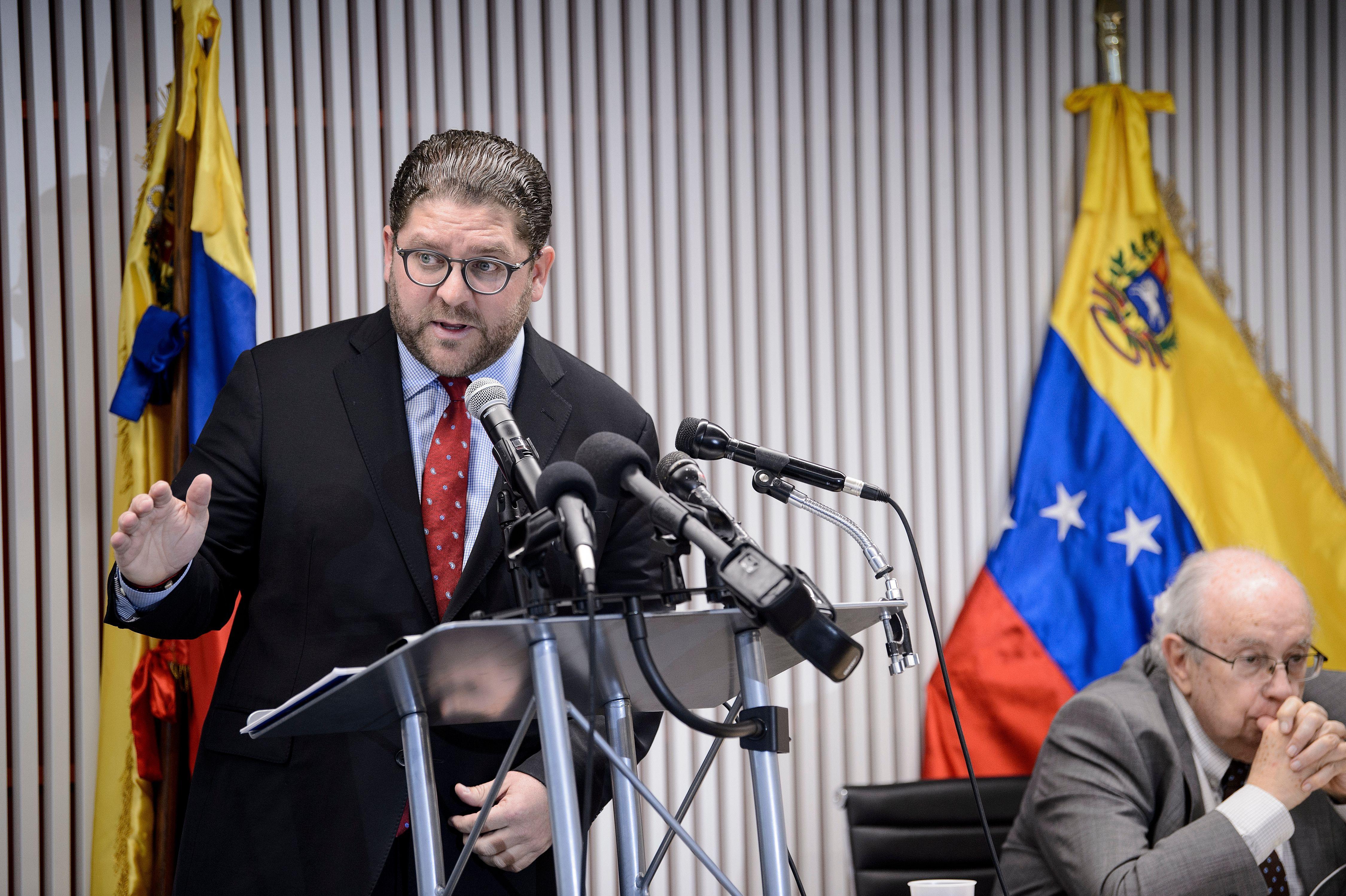 十一名在美委內瑞拉外交官投誠瓜伊多