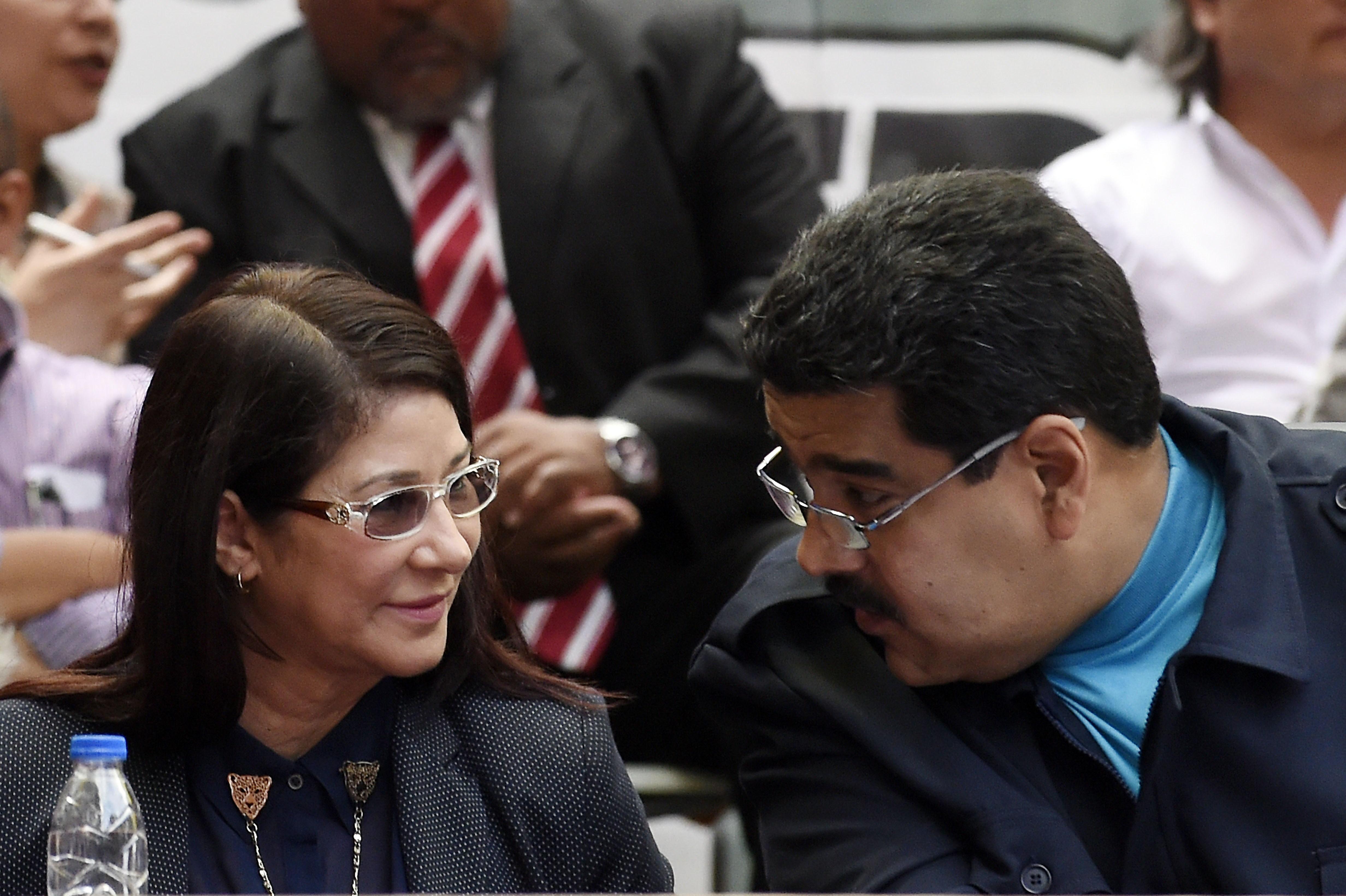 圖:2015年3月5日,委內瑞拉領導人尼古拉斯‧馬杜羅(Nicolas Maduro)和妻子西莉亞‧弗洛雷斯(Cilia Flores)。(JUAN BARRETO/AFP/Getty Images)
