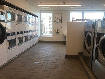 大楼内的洗衣房。