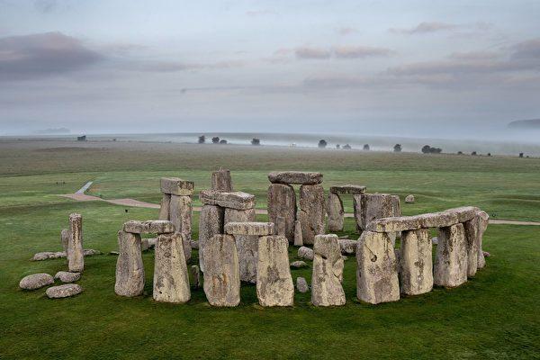 新研究:巨石陣為天然石柱 來自180英里外