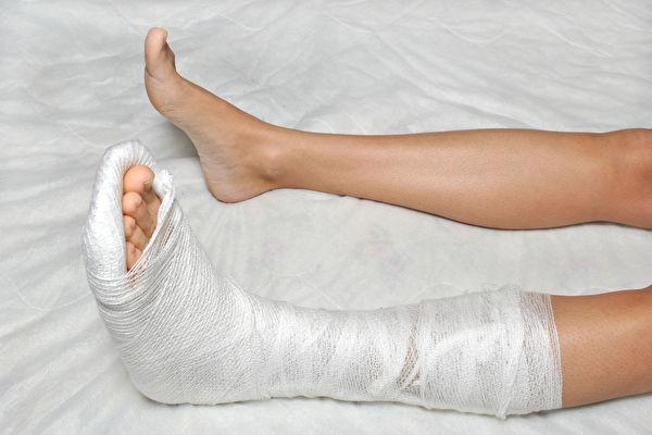 有些人骨折复原比其他骨科伤患费时更久、速度更慢。西医师解析影响骨骼修复的不利因素,并谈相应的治疗对策。