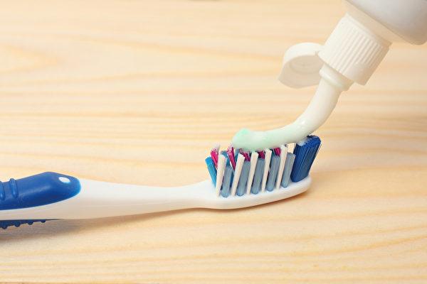 保持牙齒清潔,刷牙頻率和正確的刷牙方法很重要。