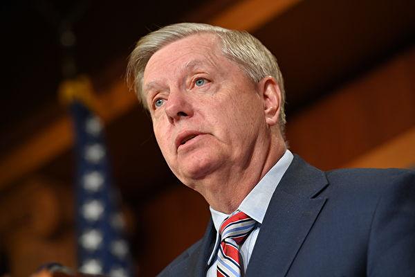 在美国司法部长对通俄门调查报告做出摘要总结后,参议院少数党领袖林赛・格雷厄姆(Lindsey Graham,如图)周一表示,他希望司法部能指定一名特别检察官,对2016年大选期间民主党阵营的作为展开调查。