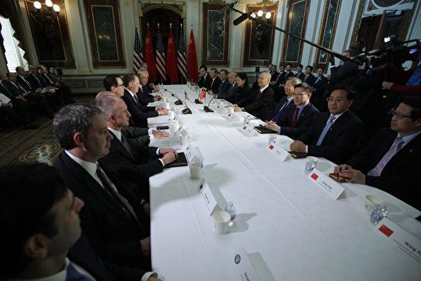 中美今年2月21日在華盛頓DC進行面對面貿易談判。(Alex Wong/Getty Images)