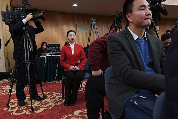 港媒:兩會代表接受採訪出現混亂