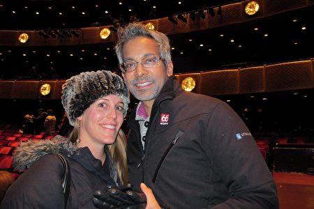 1月13日下午,華爾街投資奇才、投資公司創始人Rishi Ganti與妻子Sarah Rothbaum觀賞神韻演出。(麥蕾/大紀元)