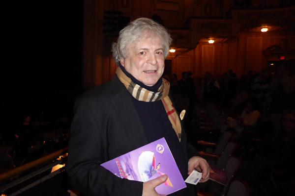 2月8日,神韻在費城瑪麗安劇院的首場演出中,大力支持音樂藝術的是房地產投資管理公司Signature Investment Realty總裁Lee Shlifer觀看了演出。(良克霖/大紀元)