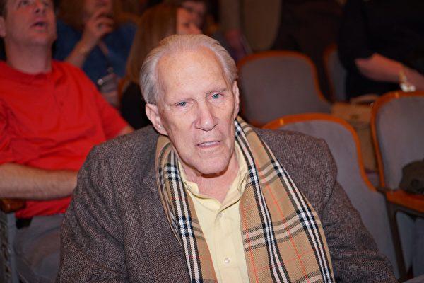 2月16日晚,煉油公司Neatsfoot Oil Refineries Corp總裁 Alan Berg 觀看了神韻巡迴藝術團在費城瑪麗安劇院的演出。(肖捷/大紀元)
